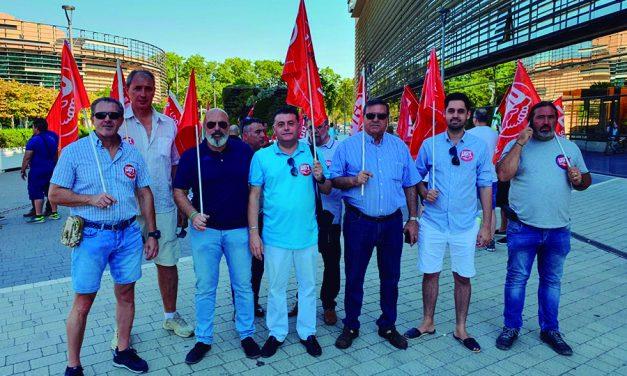 Los Vigilantes de Seguridad Privada de la empresa OMBUDS de Sevilla se movilizan para reivindicar sus derechos a cobrar sus salarios