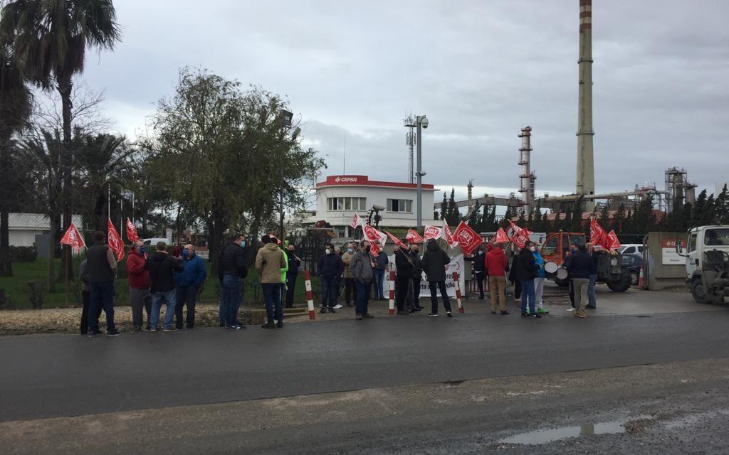 Nueva concentración de protesta de los vigilantes de Seguridad de PROSEGUR que prestan servicio en las instalaciones de CEPSA