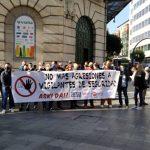 Protesta sindical en la estación de Abando, en Bilbao, reclamando medidas y material de autoprotección para los vigilantes de seguridad